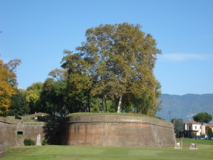 Lucca city walls, autumn 09